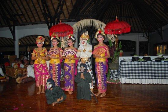 Furama Villas & Spa Ubud : danses et musique au restaurant