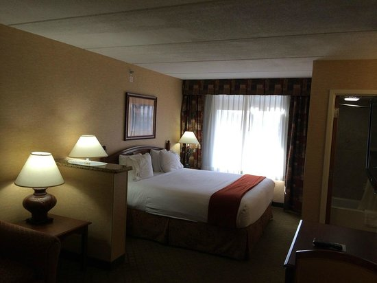 Holiday Inn Express Hotel & Suites Tempe: Bed