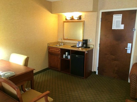 Holiday Inn Express Hotel & Suites Tempe: kitchinet