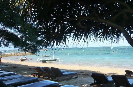Puri Santrian: Hotel beach (2)
