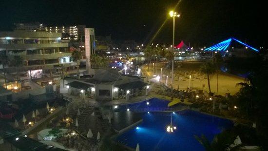 HOVIMA La Pinta: view from room nightime