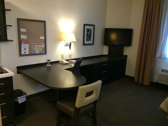 Candlewood Suites Miami Airport West: desk