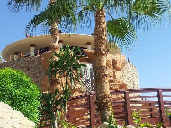 Renaissance Sharm El Sheikh Golden View Beach Resort: Vists dal basso bar prima piscina con cascata