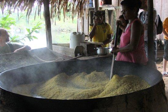 Amazon Tupana Lodge: lavorazione della tapioca