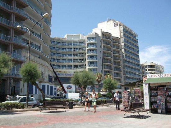 Preluna Hotel & Spa: The outside view