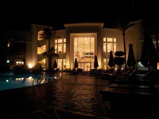 Renaissance Sharm El Sheikh Golden View Beach Resort: Vista serale entrata reception.sul retro