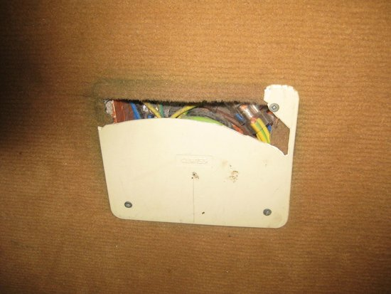 Hotel Atlantide: socket beside bed