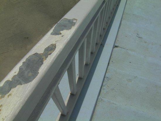 Atlantica Porto Bello Royal: Beware, don't run your hand down this handrail