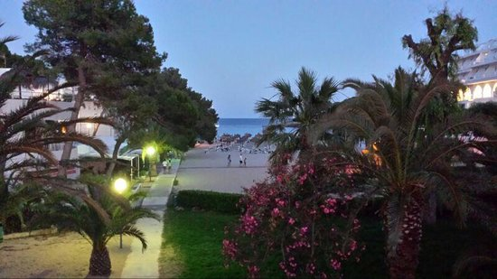 Prinsotel Alba Hotel Apartments: Abends