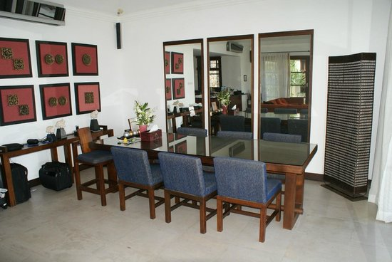 Kanda Residences: Living/Dining Room