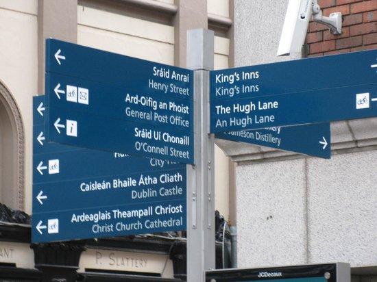 O'Connell Street: だいたい、二カ国語表示