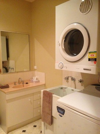 Anabel's of Scottsdale: Laundry area in bathroom