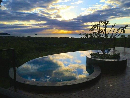 Warrawong Lodge: Sunrise at Clifton Beach
