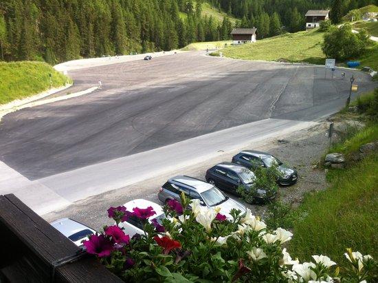 Hotel Cristal: Aussicht auf Parkplatz