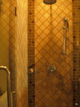 Ariyasomvilla : bathroom - shower