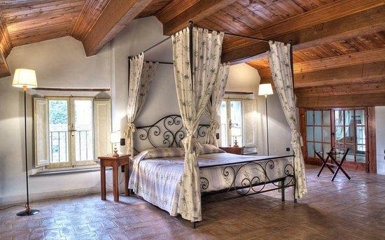 Camere Da Letto Con Letto A Baldacchino : Camera con letto a baldacchino foto di castello di petroia gubbio