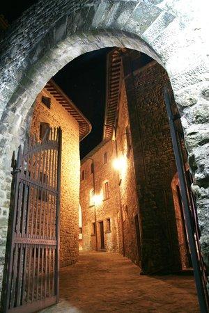 Castello di Petroia: L'ingresso del Castello