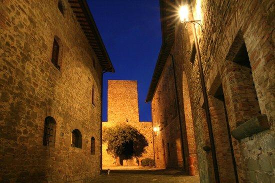 Castello di Petroia: Il Castello al tramonto