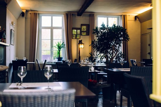 la salle du restaurant - Picture of Le Petit Jardin, Villeneuve d ...