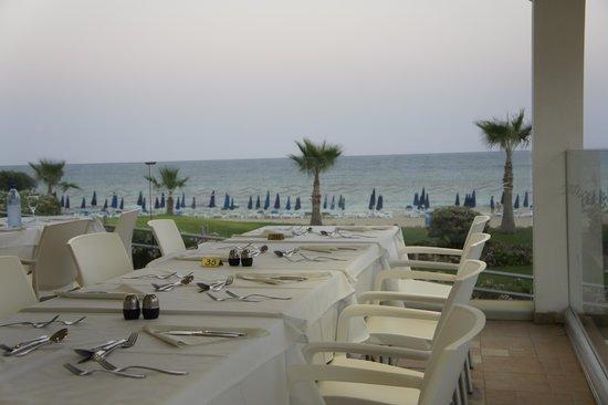 Asterias Beach Hotel : Blick von der Terrasse der Restaurants