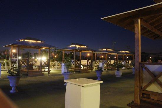 "Asterias Beach Hotel: Charmant: die ""Apéro-Kabinen """