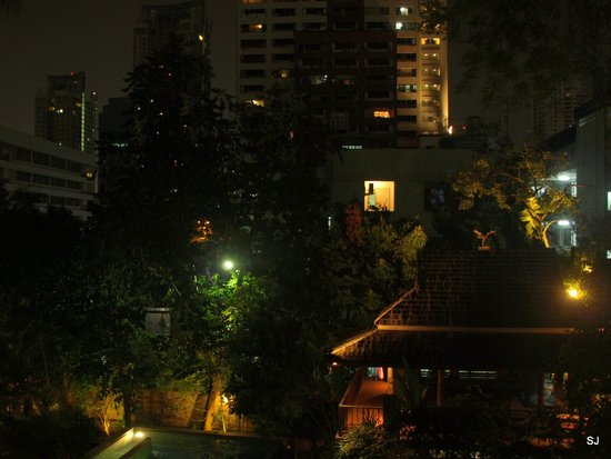 Ariyasomvilla: view in the city in night from our balcony