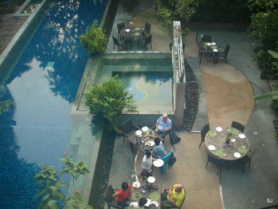 Ariyasomvilla: view to others having their breakfast