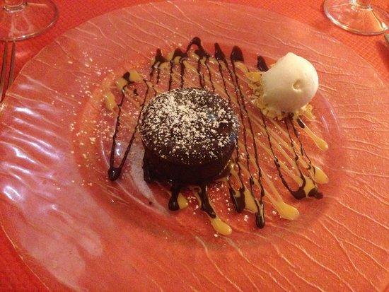 Chez Victor : MI CUIT parfait au chocolat avec sa boule de glace