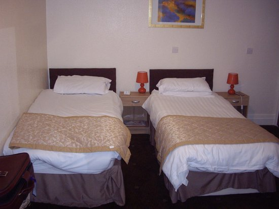 Chequers Plaza Hotel Blackpool: Twin Bedded room