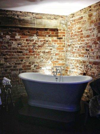 Broadway Barn Properties: bathroom