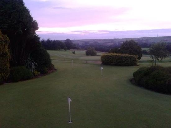 Bowood Park Hotel & Golf Club: Practise putting