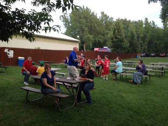 Lugias Ice Cream & Charbroil: Lugia's - outside picnic tables