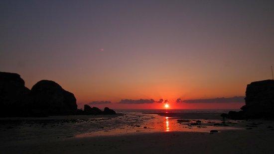 Trevian Lodge B&B: Sunset over Perranporth Beach