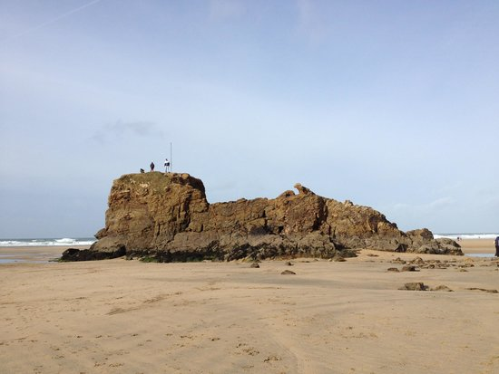 Trevian Lodge B&B: Chapel Rock on Perranporth Beach