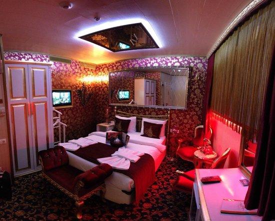Sultan Tughra Hotel : Economy double room (basement floor)
