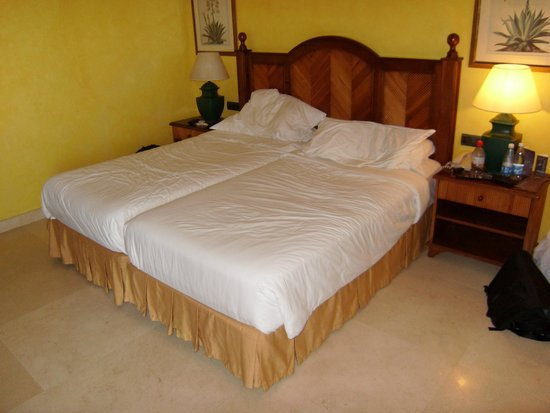 Sheraton La Caleta Resort & Spa, Costa Adeje, Tenerife: Comfy Beds