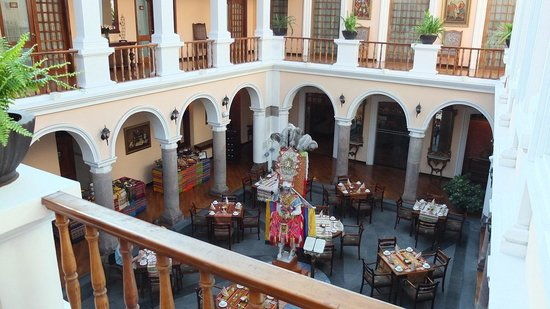Hotel Patio Andaluz: Central covered courtyard