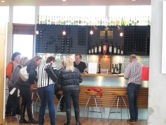 Te Whau Vineyard Restaurant: wine tasting