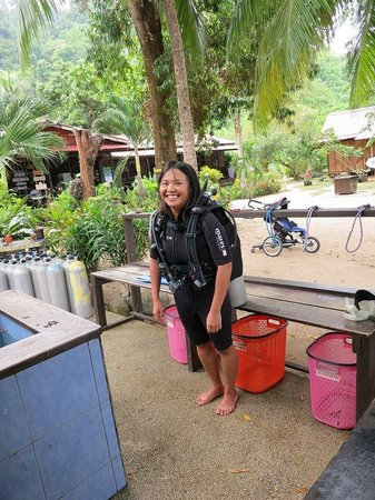 Swiss Cottage Tioman : The Dive shop is 15 minutes from the water. In the background, you can see the dining/lounging/a