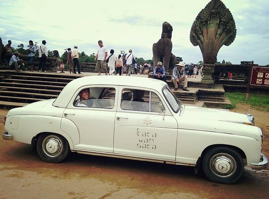 Karavansara Retreat & Residences : Karavansara's vintage mercedes benz