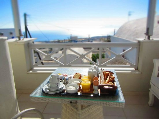Ellinon Thea Boutique Hotel: Colazione al mattino in terrazza