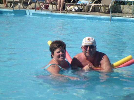 Panorama Village & Hotel : wendy and me in pool