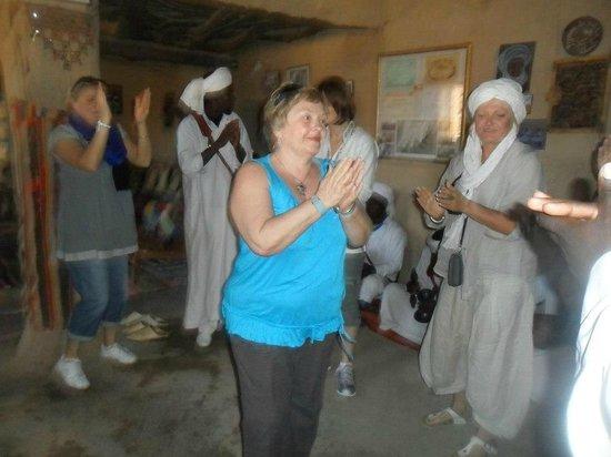 Merzouga Camp: Gnaoua music in Khamlia.