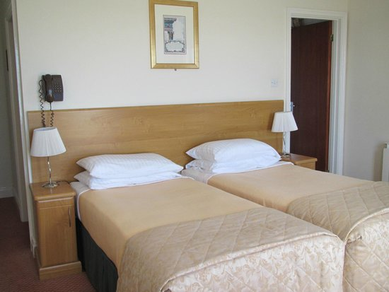 Fort d'Auvergne Hotel: Clean and well appointed room, skillfully made up and maintained.