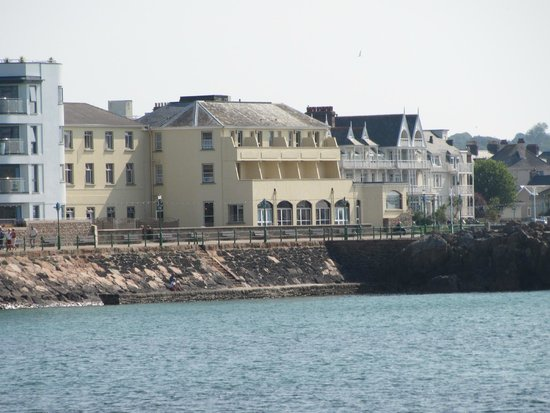 Fort d'Auvergne Hotel: View of hotel from across the bay, showing the sea-facing restuarant, balcony and terrace rooms.