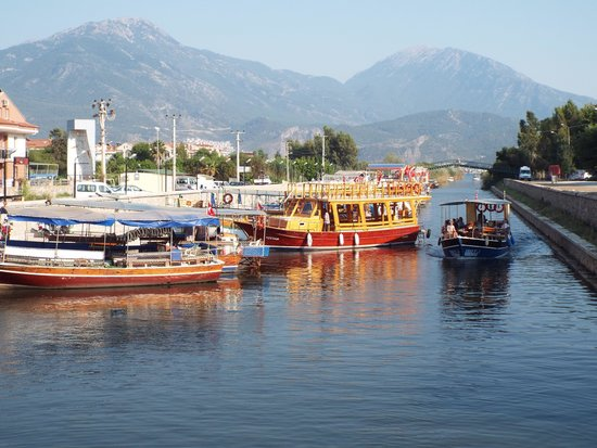 Harman Hotel : Water taxis and boats