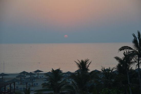 Hilton Ras Al Khaimah Resort & Spa : sunset at Al Hamra Hilton from our balcony