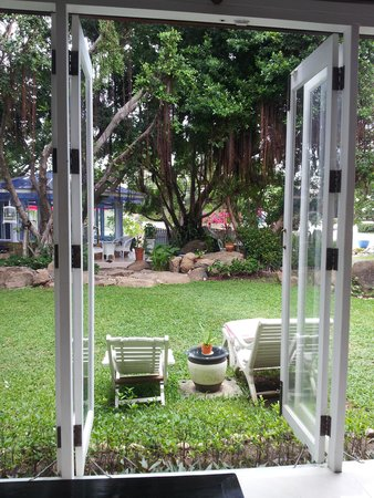 Banyan House Bed & Breakfast : View to the garden