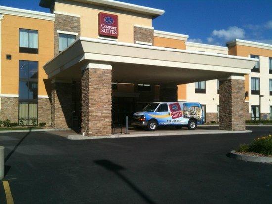 Comfort Suites Cicero - Syracuse North: Portico