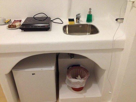 VIP Suites: Кухня (электроплита включается только когда на ней что-то стоит)